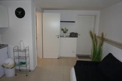 Souterrain-Appartement rechts